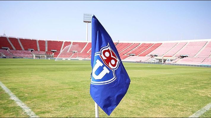 Banderín de Universidad de Chile en el estadio Nacional