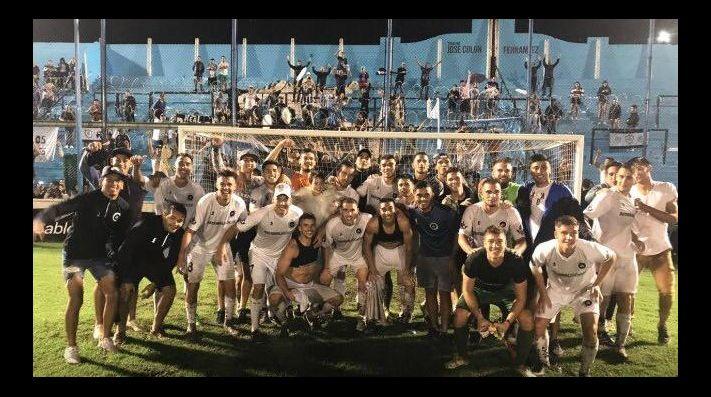 Histórico: Real Pilar eliminó a Vélez de la Copa