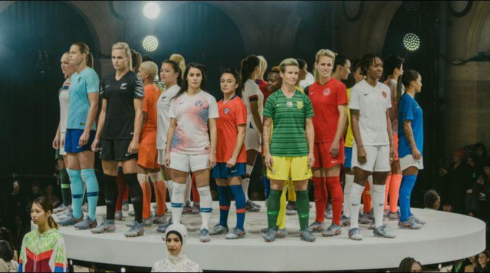 2512322b8888d  Fotos  Nike presentó en Paris la camiseta que La Roja Femenina usará en el