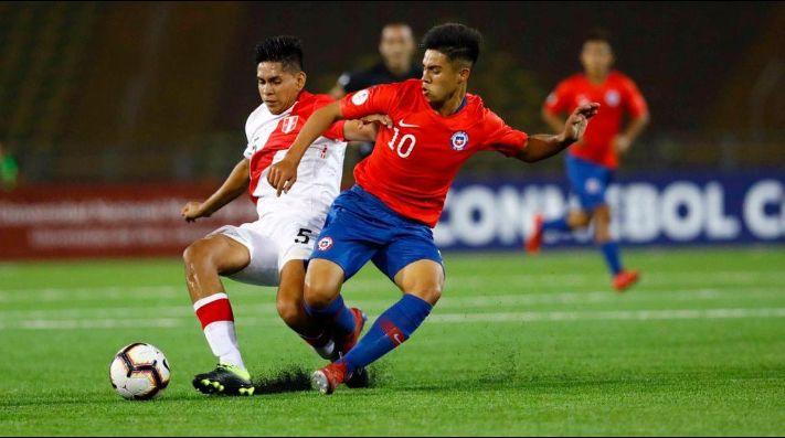 Ecuador venció a Chile sobre la hora y lidera grupo de Perú