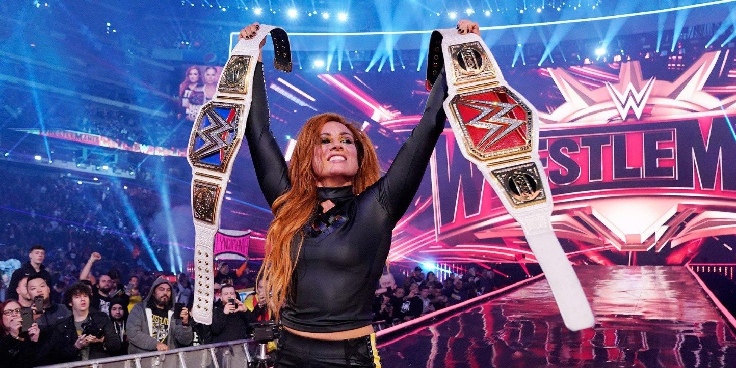 Becky Lynch es la doble campeona femenina de WWE