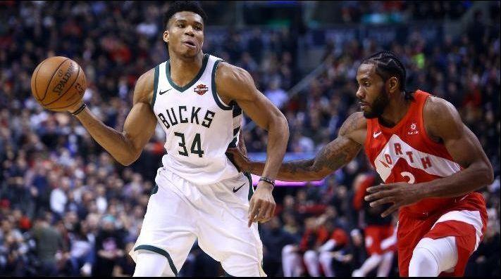 Bucks remontan y se imponen sobre Raptors