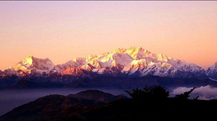 Dos alpinistas muertos y un desaparecido en el Kanchenjunga