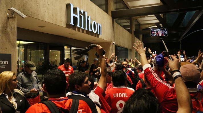 Chile entrena en Porto Alegre sin Vargas, Arias ni Isla