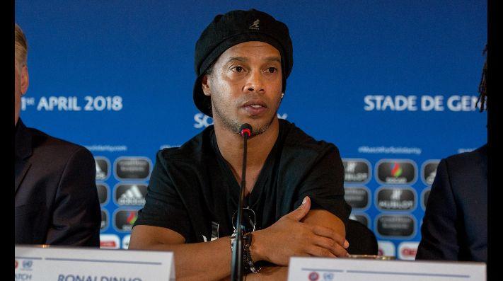 Embargan propiedades y le quitan pasaporte a Ronaldinho