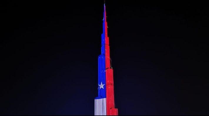Los colores de México iluminan el edificio más alto del mundo