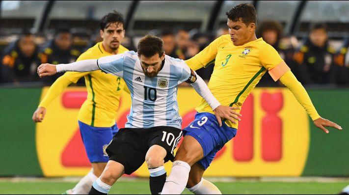 Prendido fuego: Tite le contestó a Leo Messi usando a Pelé