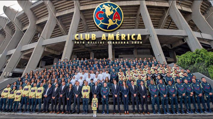 América incluye al hijo de Nico Castillo en su foto oficial