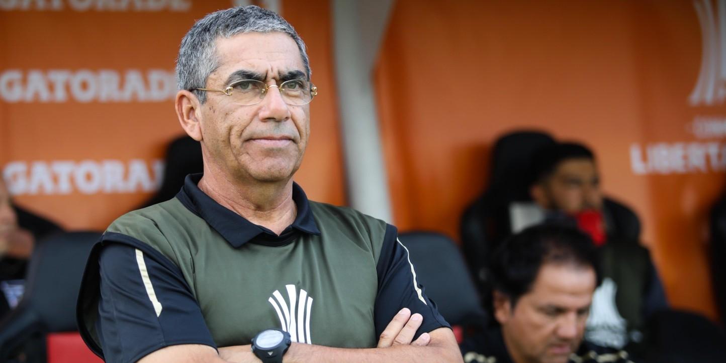 Gualberto Jara y su cuerpo técnico acepta rebaja de sueldos en Colo Colo | RedGol