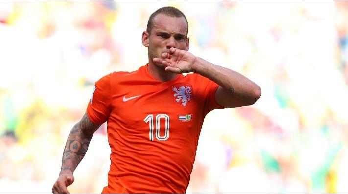 Sneijder se sienta en la mesa de Messi y CR7