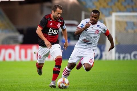 Flamengo golea a Bangu en Brasil y es el primer partido en jugarse ...
