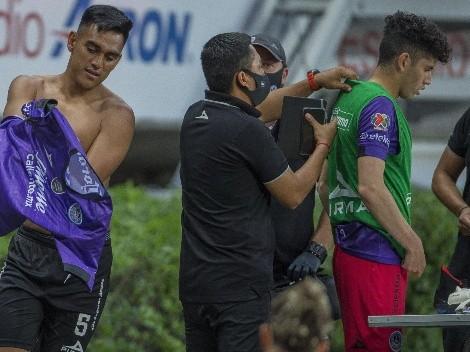 Jugador mexicano sorprende a reportera por su cambio de ropa