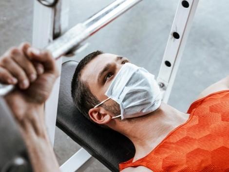Especialista llama a usar mascarilla durante la práctica de ejercicios