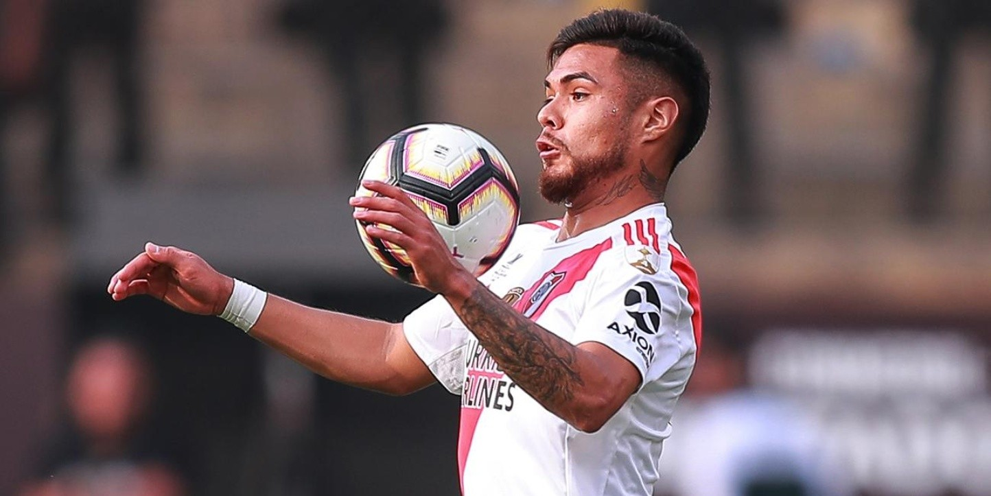 LIMA, PERU - NOVEMBER 23: Paulo Diaz #6 of River Plate controls the ball during the final match of Copa CONMEBOL Libertadores 2019 between Flamengo and River Plate at Estadio Monumental on November 23, 2019 in Lima, Peru. (Photo by Manuel Velasquez/Getty Images)-Not Released (NR)