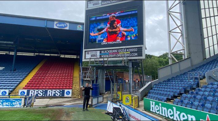 El estadio del Blackburns Rovers se tiñó con los colores de la Roja