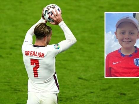 Jack Grealish se viste de héroe por un niño con leucemia