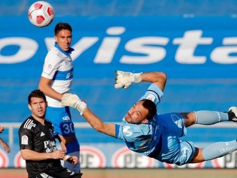 Arquero de la UC ataja ante Colo Colo con los guantes de Johnny