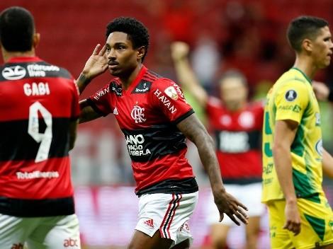 Doblete de Vitinho: Flamengo con Isla a cuartos de Libertadores