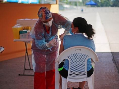 ¿Quiénes pueden vacunarse con una dosis de refuerzo?