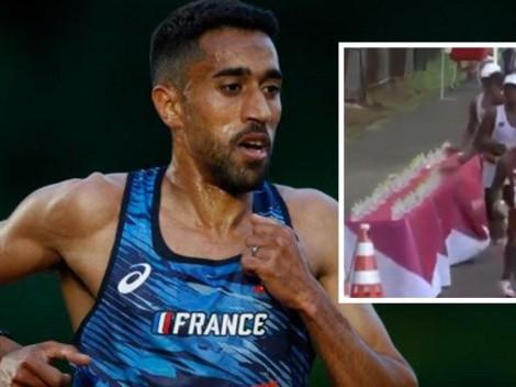 Maratonista antideportivo impide que sus rivales tomen agua