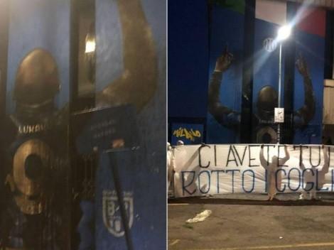 """Vandalizan mural de Lukaku: """"Te arrodillaste por dinero"""""""