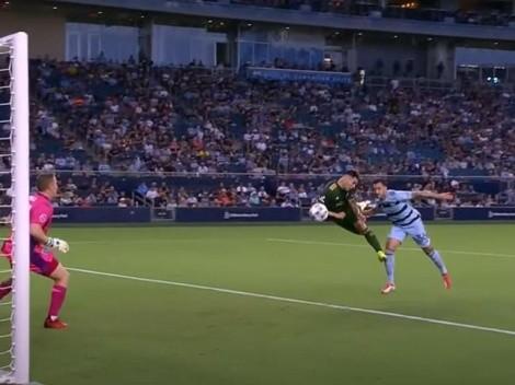 Le avisa a Lasarte: golazo de cabeza de Felipe Mora en la MLS