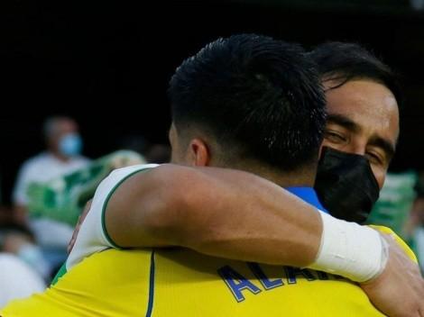 Abrazo de bienvenida: El saludo entre Bravo y Alarcón
