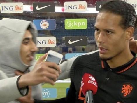Video: Van Dijk no quiso saber nada con fanático que le pidió una selfie