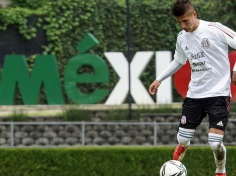 Ben Galdames posa orgulloso en la selección mexicana