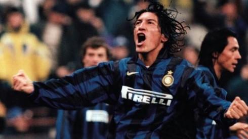 Iván Zamorano se convirtió en gran referencia en un Real Madrid donde jugaban Ronaldo y Roberto Baggio en un ataque galáctico