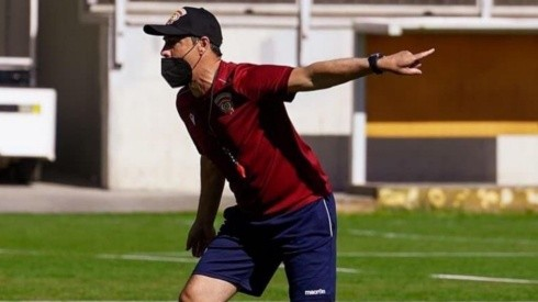 Héctor Almandoz tendrá su estreno en la banca de Cobreloa enfrentando a Unión San Felipe en Calama. Foto: Cobreloa