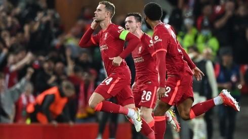 Jordan Henderson puso el tercero de Liverpool