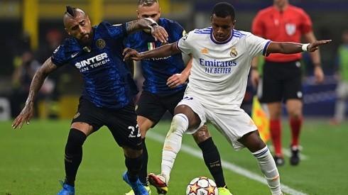 Real Madrid le ganó sobre el final al Inter: Vidal entró desde el banco y Alexis se quedó con el buzo.