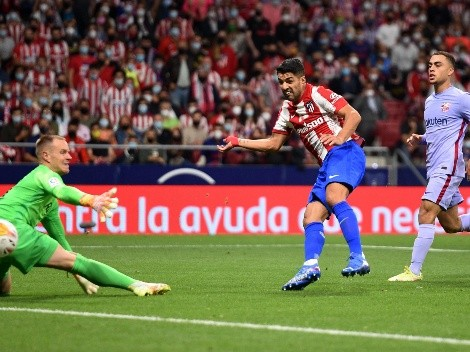 Suárez se venga del Barcelona y le toca la oreja a Koeman
