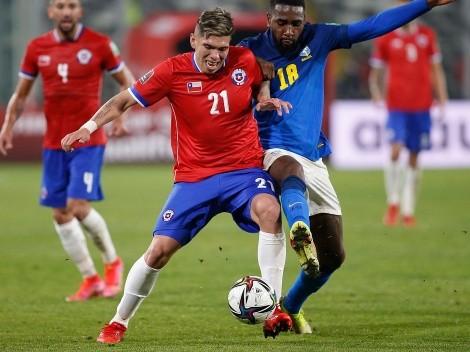 Formación de Chile: cuatro delanteros y Palacios como titular