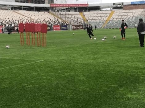 Christian Santos y un golazo de tiro libre en la práctica de Colo Colo
