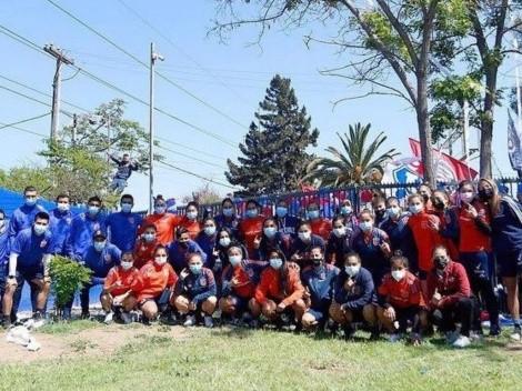Hinchas realizan banderazo para apoyar al equipo femenino de la U