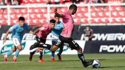 César Cortés marca de penal en el minuto 98 el empate entre Palestino y O'Higgins