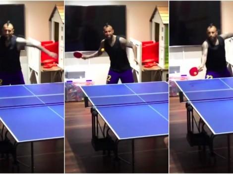 """¡Máquina! Vidal """"masacra"""" y se luce en tenis de mesa"""
