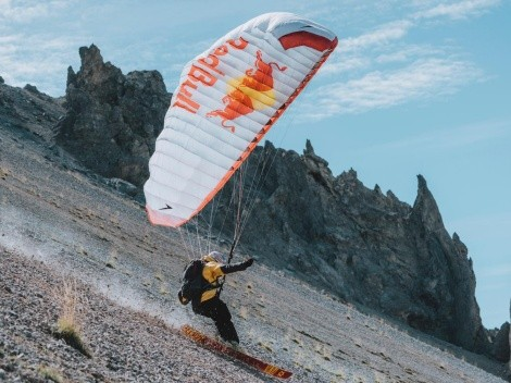 La aventura de un atleta esquiando por los Alpes en otoño