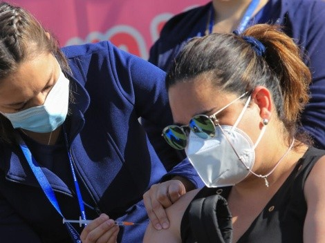 Vacunación Covid-19 | ¿Cuántos rezagados hay en Chile y específicamente en la Región Metropolitana?