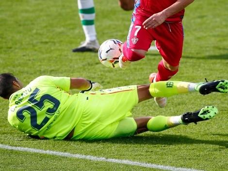 Bravo es el héroe europeo del Betis con dos tapadones