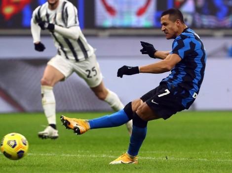 Alexis y Vidal disputan una camiseta ante Juventus