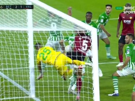 Valencia pone el gol del descuento con error de Claudio Bravo