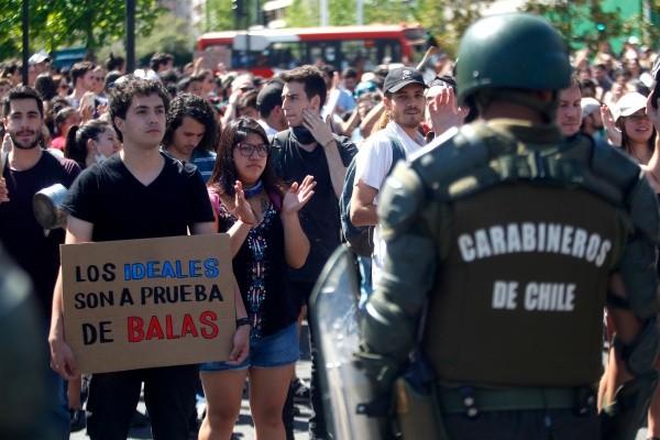 """Resultado de imagen para protestas en chile carteles"""""""