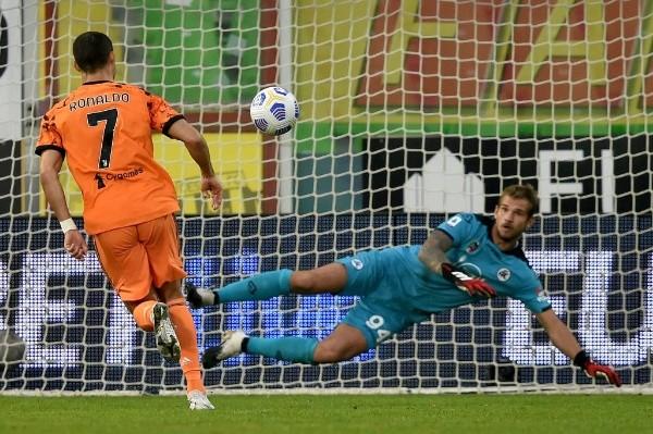 Ni el coronavirus pudo detenerlo: Cristiano Ronaldo anota doblete en su regreso con la Juve